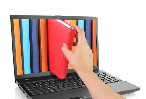 Books-and-laptop-library-Fotolia_53410891_Subscription_Monthly_M