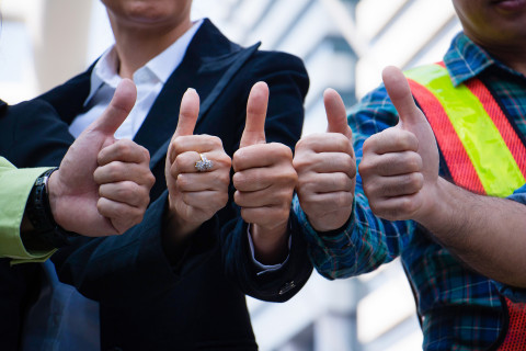 ThumbsUp_Business_AdobeStock_221931950