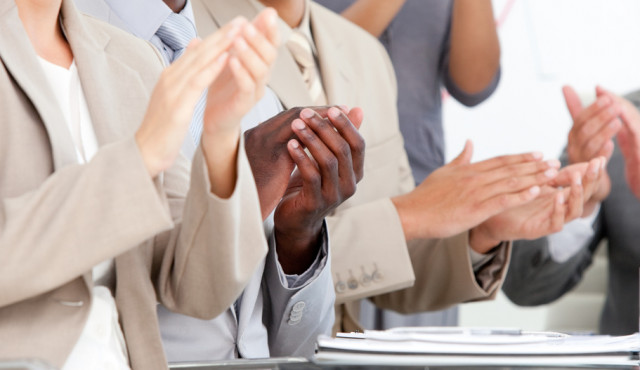 Clapping-Hands_Fotolia_22267960_S